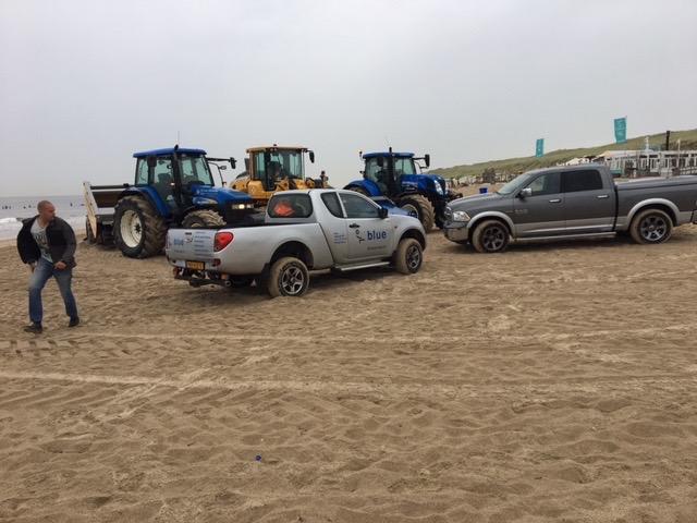 bluegroep-ruimt-paraffine-op-strand